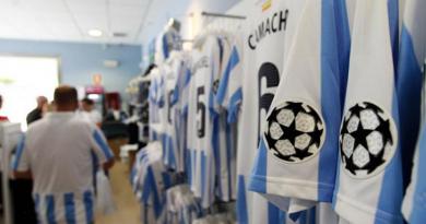La camiseta del Málaga en la etapa Champions, la favorita de los oyentes