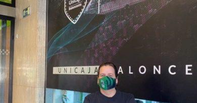 El aficionado que juega a dos bandas y que ha generado un cómico nexo entre Unicaja y Joventut