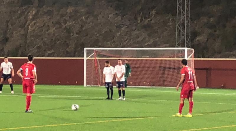 El Rincón-Torre se decide a balón parado y con polémica arbitral