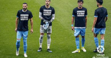 El Málaga luce camisetas en contra de la SuperLiga