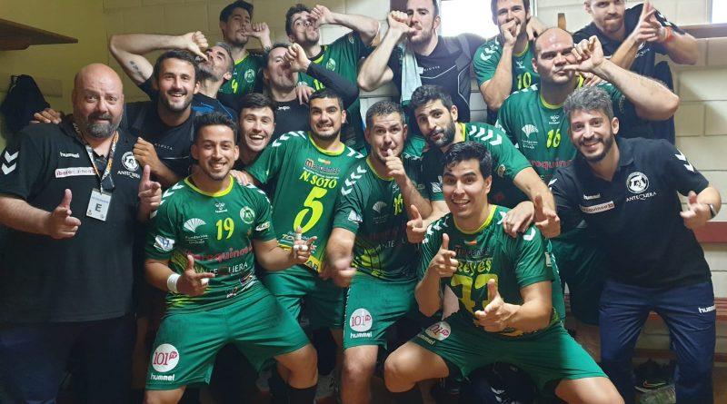 El Iberoquinoa Antequera palpa el ascenso tras vencer al Novás