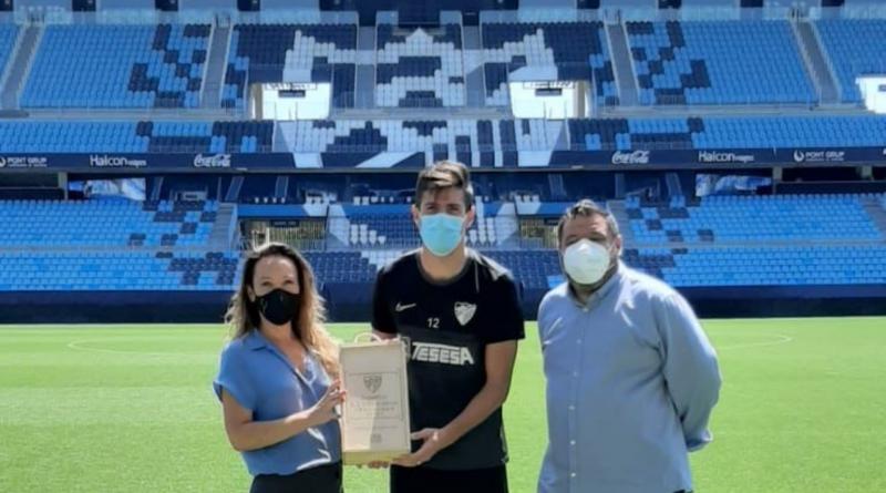 Pablo Chavarría recibió su premio al Jugador Excelencia en La Rosaleda