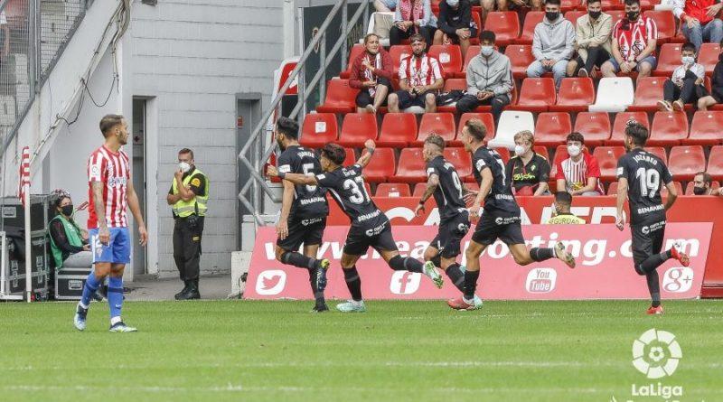 De una tangana monumental a la euforia de Juande: el Málaga golpeó primero en el Molinón